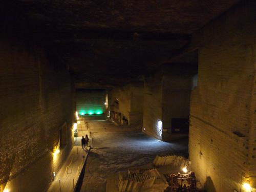 大谷資料館~大谷石採掘所跡は幻想的な巨大地下空間だった!